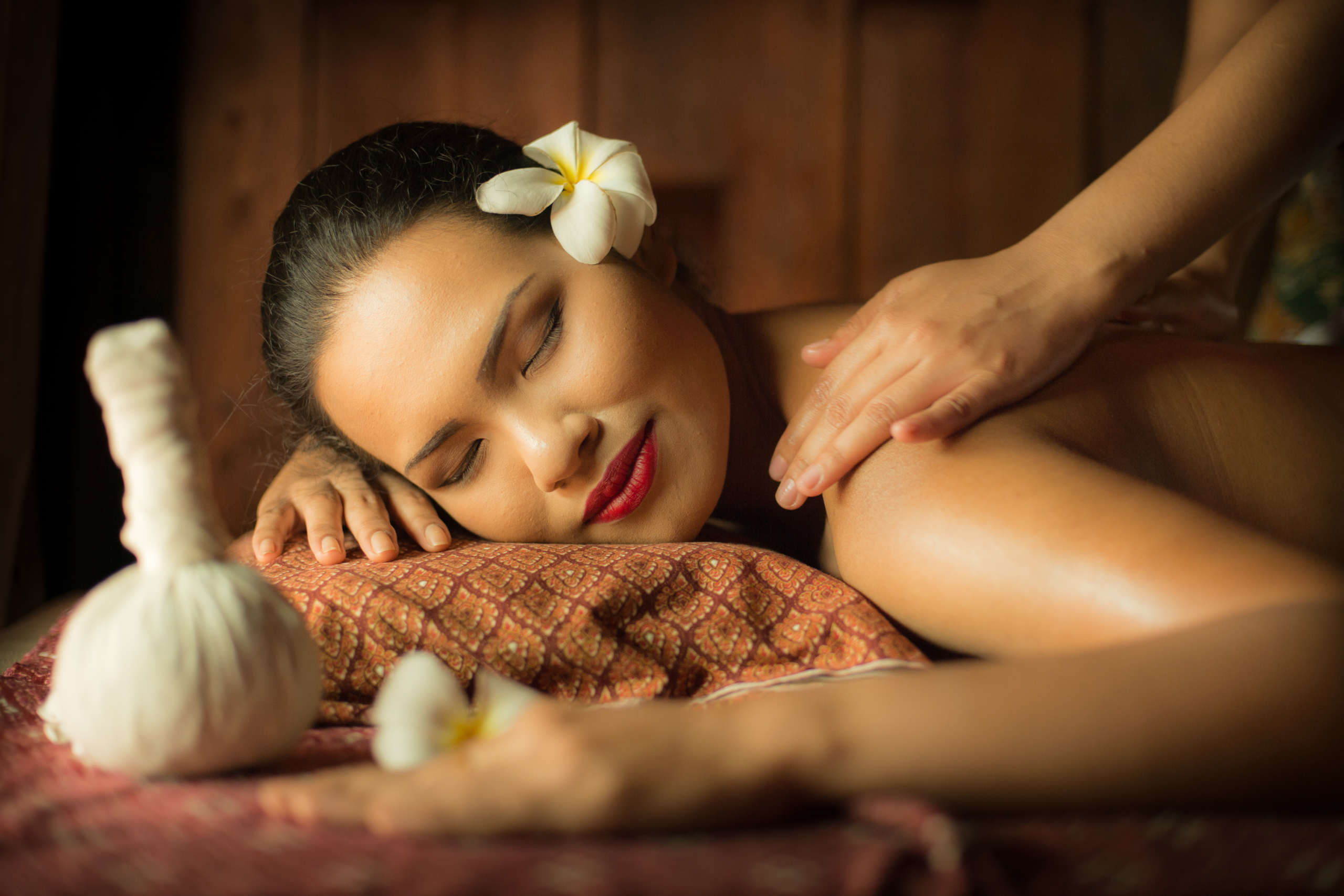 massage on woman body in the spa