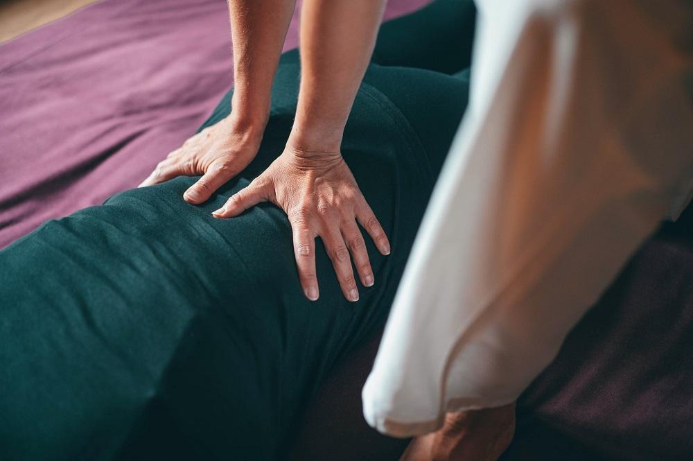 Hot massage Birla Ayurveda